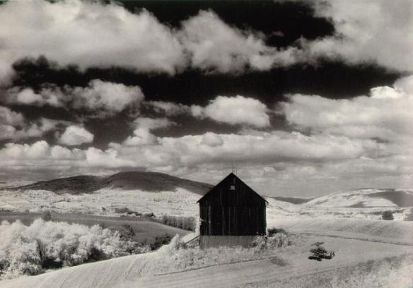 minor_white_barn